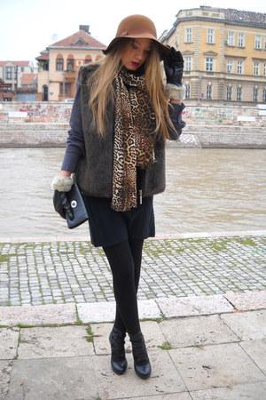 H&M hat - Madonna dress - H&M scarf - Peacocks bag - Mexx vest - Deichmann heels