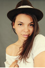 Dark-brown-hat-topshop-jeans-white-t-shirt-black-flats-black-bracelet