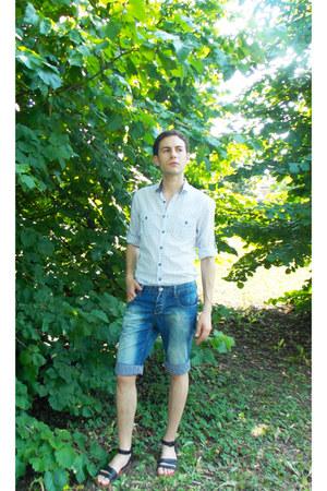 white 2Y shirt - blue SAMURAI&SOUL shorts - black Zara sandals