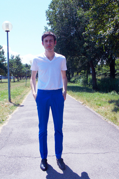 white DKNY t-shirt - navy H&M pants - black Sunrise flats