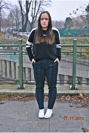 Converse sneakers - Zara sweater - H&M bag - H&M pants - New Yorker necklace