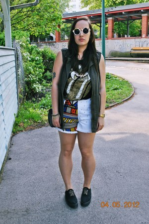 aztecspiked DIY shorts - Primark shirt - Gate sunglasses - Sammy dress necklace