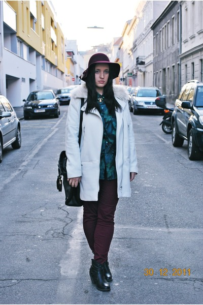 H&M coat - H&M hat - Primark bag - vintage blouse - H&M necklace - H&M pants