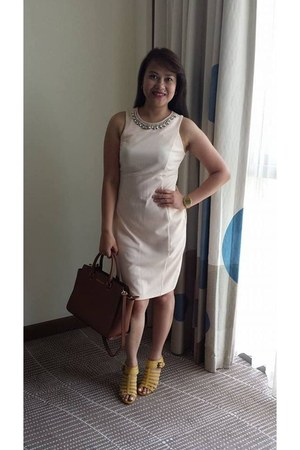 off white Dorothy Perkins dress - tan Michael Kors bag