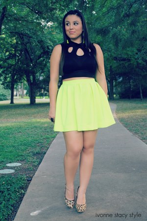 black crop top The Stylish closet top - yellow The Stylish closet skirt