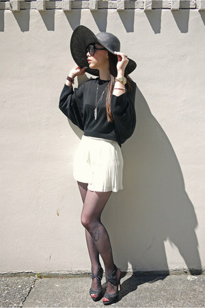 off white H&M shorts - black Zara shoes - black Only sweater