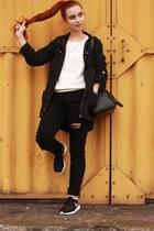 ripped H&M jeans - roshe run nike sneakers