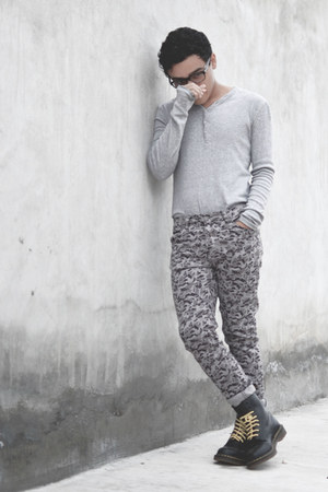 Dr Martens boots - asos jeans - pull&bear sweater