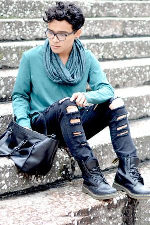 Forever 21 bag - Dr Martens boots - Zara jeans - vince shirt - Bershka scarf