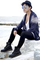 Dr Martens boots - H&M jeans - Bershka hat - zeroUV sunglasses - Zara top