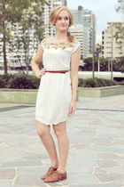 white junk dress - light brown Wittner flats