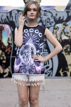 purple evil twin top - white sabo skirt shorts - black Ray Ban sunglasses
