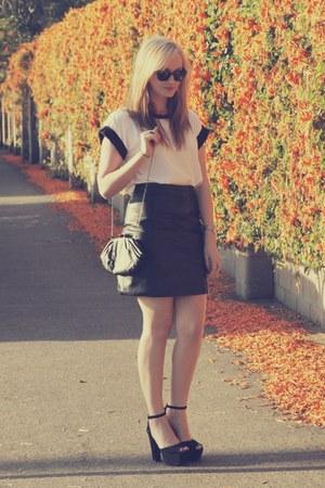 white Millie Loves Min t-shirt - black vintage skirt