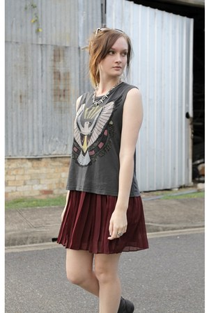 maroon pleated ids skirt - charcoal gray cartoon eagle Urban Outfitters top