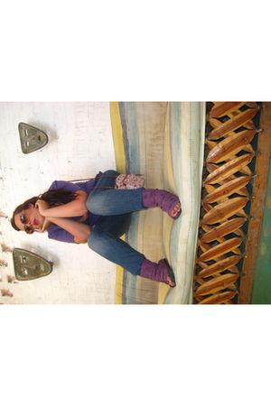 purple H&M t-shirt - Levis jeans - purple capa de ozono shoes - purple sunglasse