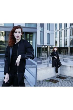 black filip roth coat - black Zara bag - black Bershka pants