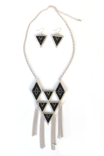 triangle chic necklace