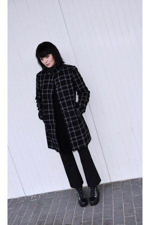 black flatform Even & Odd boots - black second hand no name coat