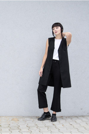 black stripped second hand pants - black no name shoes