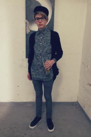 black snapback gifted hat - gray super skinny H&M jeans - Boden shirt