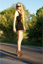gold Giuseppe Zanotti shoes - black Siwy shorts - black Torn by Ronny Kobo top -