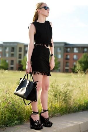 black fringe Tamara Mellon top - black leather Nina Ricci bag