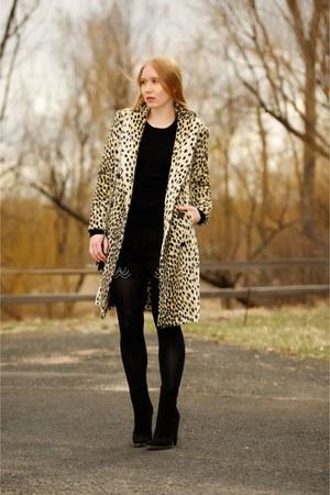 black ankle suede boots - beige faux fur leopard coat