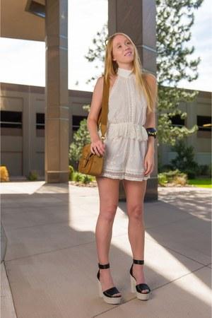 black pearl Nicholas Kirkwood sandals - brown suede Gucci bag