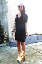 black dress - fedora hat - faux fur bag - beige heels