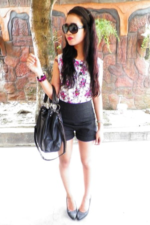 floral blouse - bag - high waist shorts - snakeskin heels