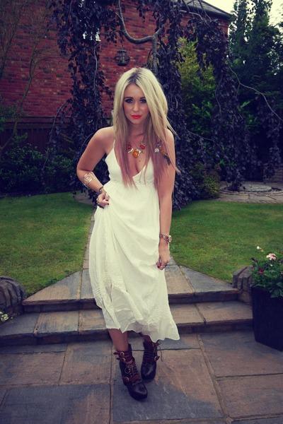 cream H&M dress