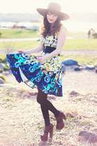 black Hatscom hat - blue Maggy London dress - dark brown Matiko heels