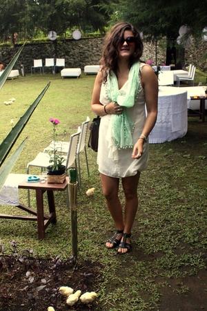 green GINA TRICOT scarf - white MinkPink dress