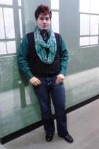 Avenue scarf - Carbon jeans - George vest