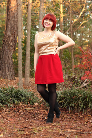 red wool pencil thrifted vintage skirt - black lace-up Xhileration boots