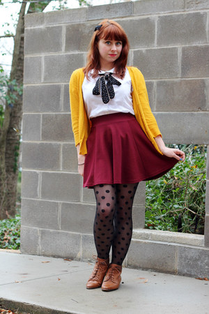maroon skater H&amp;M skirt - brown lace-up vintage boots
