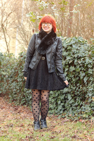 black pointed ankle Boohoo boots - black lace OASAP dress