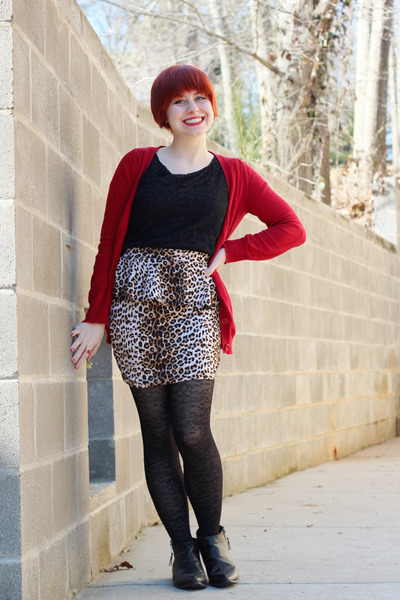 light brown Forever 21 skirt - black ankle pointed Boohoo boots