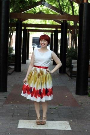 camel peeptoe xappeal heels - white 50s tulip print Mrs Pomeranz dress