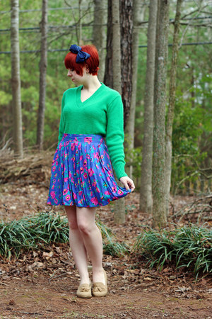 green 60s v-neck vintage sweater - purple floral vintage skirt