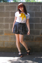 yellow silk vintage scarf - black patterned H&M shorts