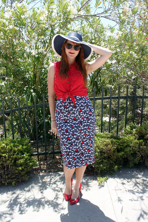 vintage hat - flamingo print skirt - polka dot H&M blouse - pumps