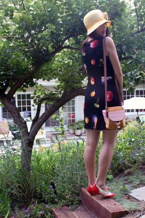 fruit vintage dress - cloche handmade hat - basket vintage purse