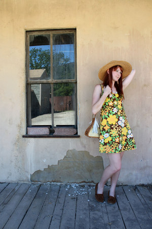 straw hat vintage hat - Minnetonka shoes - floral print vintage dress