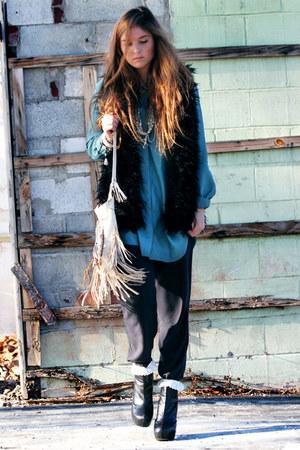 black faux fur Forever 21 vest - black platform NYLA boots