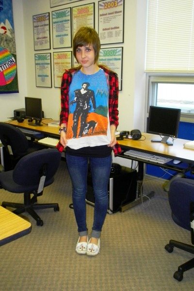 dads mad max vintage shirt - flanelle Forever 21 shirt - Minnetonka shoes