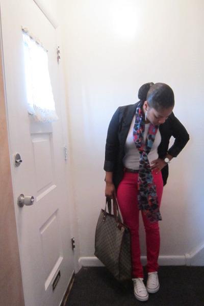 US 1 jeans - H&M blazer - DOTS scarf - Gucci bag - Converse sneakers