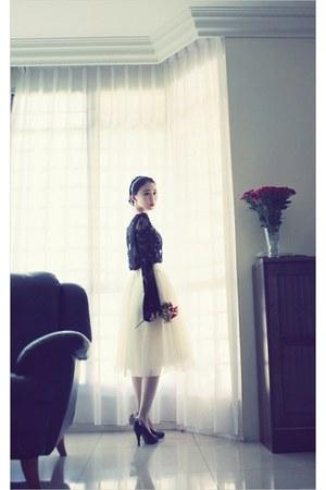 black crochet lace Sheinside blouse - ivory tulle midi snidel skirt