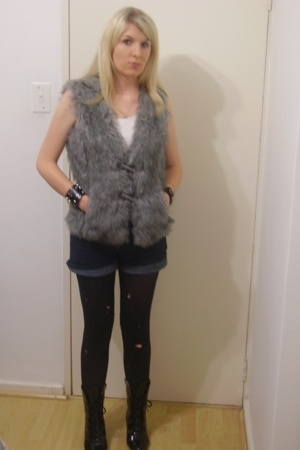 Foschini vest - Truworths top - Edgars shorts - cameo stockings - Bellini boots