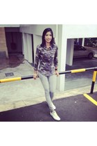 pull&bear jeans - camo army style Forever 21 shirt - Converse sneakers